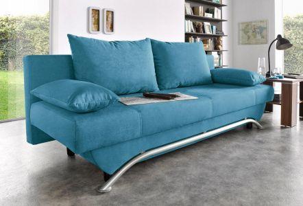 Zils divans ar spilveniem