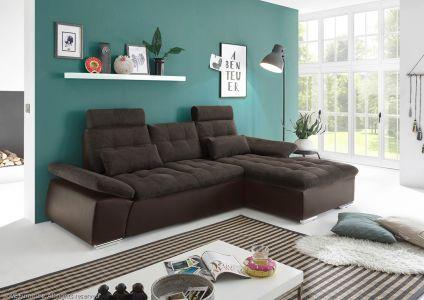 Tumši brūns dīvāns ar spīdīgām kājām