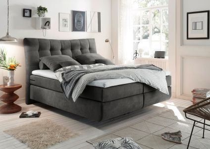 Tumši pelēka gulta ar matračiem