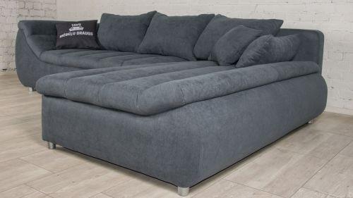 stūra dīvāns no auduma ar spilveniem pelēks