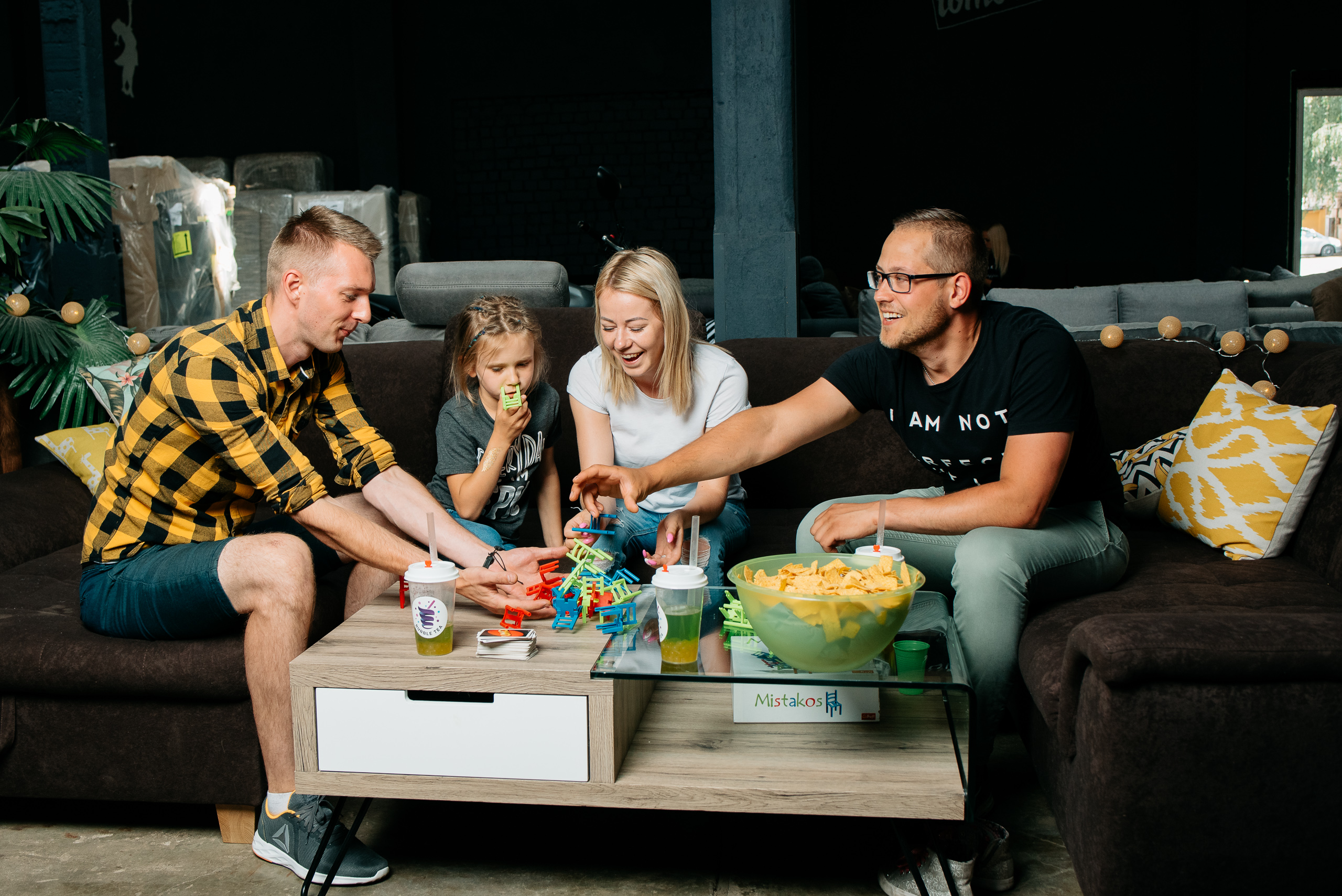 mīkstās mēbeles ērtai atpūtai ar ģimeni